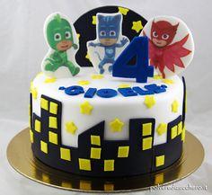 Torta decorata in pasta di zucchero con i personaggi dei Pj Masks i Super Pigiamini