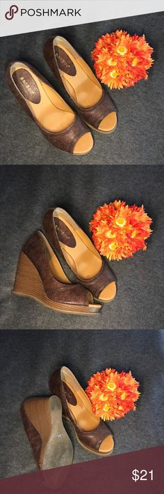 👠Wedge Peep Toe Heel👠 👠Wedge Peep Toe Heel👠 Pre-Loved, Very good condition, Brown with neutral color heel, rubber bottom. They can be dressed up or down.🛍 BAMBOO Shoes Wedges