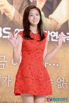 "Chae Soo-bin to star in ""Robot, Sori"" @ HanCinema :: The Korean Movie and Drama Database Korean Beauty, Asian Beauty, Asian Woman, Asian Girl, Chae Soobin, Korean People, Korean Actresses, Girl Crushes, Korean Fashion"