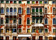 Order in disorder, exploring the colors of Venice!