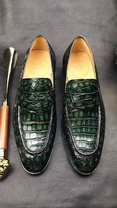 Handcrafted genuine alligator leather penny Slip-On leather lined loafer for men. The amazing alligator penny loafer is available in eight different colors. The Sims, Sims 4, Jogger Adidas, Nmd Adidas, Adidas Samba, Adidas Men, Nike Men, Mens Trainers, Latex Fashion