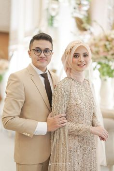 115 modern muslim wedding hijabs for brides in different styles – page 1 Muslim Wedding Gown, Hijabi Wedding, Wedding Hijab Styles, Kebaya Wedding, Muslimah Wedding Dress, Muslim Wedding Dresses, Muslim Brides, Wedding Attire, Bridal Dresses