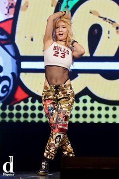 'I'm the Queen of Six pack'…Girl group member's Hot abs Kpop Girl Groups, Kpop Girls, Six Pack Girl, Momo Hot, Asian Woman, Asian Girl, Sana Momo, Aesthetic Women, Asian Babies
