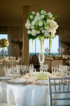 Love the clear vase and flower arrangement.