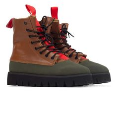 Fits a 1 size small. Order 1 size larger Winter Boot Water Resistant Leather / Rubber toe guard Vibram Gum Lite bottom Gusseted tongue design 8 inches tall (size fits more like a sneaker than a boot Red Wing Boots, Black Boots, Look Man, Black Flats Shoes, Sneaker Boots, High Boots, Sneakers Fashion, Me Too Shoes, Leather Boots