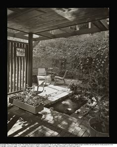 SHULMAN, JULIUS (1910-2009) [Drake House, Los Angeles, CA. 1946. Gordon Drake architect].