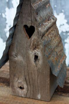 Nice and rustic birdhouse!