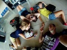 Rendidos en el aeropuerto! by Diario de un Mentiroso, via Flickr
