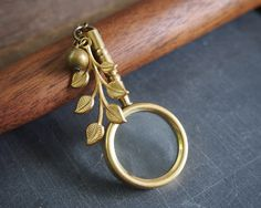Brass magnifying glass necklace // vintage style // steampunk