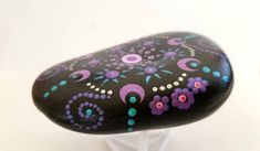 Side view Mandala Rocks, Painted Stones, Side View, Stone Painting, Rock Art, Dots, Painted Rocks, Stitches, Cave Painting
