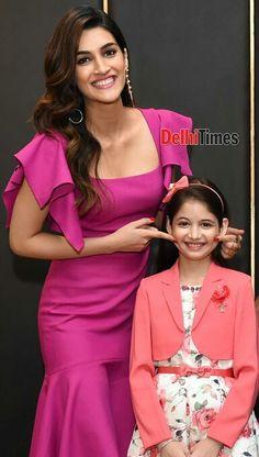 Kriti and cute Harshali Malhotra😍 Beautiful Girl Photo, Beautiful Hijab, Beautiful Bollywood Actress, Beautiful Actresses, Bollywood Wallpaper, Girl Number For Friendship, Pakistani Actress, Female Stars, Indian Models