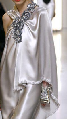 Chanel Spring 2010 Couture - via: loulouvon: - Imgend Chanel Couture, Dress Couture, Look Fashion, Fashion Details, High Fashion, Womens Fashion, Fashion Design, Milan Fashion, Chanel Fashion