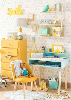 Mint blue and lemon yellow kids desk and bedroom | Maisons du Monde