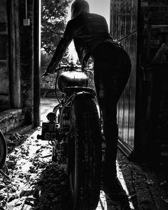 #moto #femme #garage