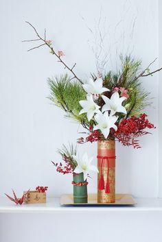新年を彩る、伝統的な花色配色と、 おすすめ花器について、ご紹介いたします。