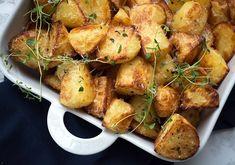 Hjemmelavede skildpadder med rom - få opskriften her Baked Potato, Potato Salad, A Food, Recipies, Dinner Recipes, Menu, Potatoes, Snacks, Vegetables
