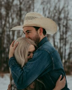Photo Poses For Couples, Couple Picture Poses, Couple Photoshoot Poses, Cute Couples Photos, Photo Couple, Couple Photography Poses, Country Couple Photography, Engagement Photography, Couple Shoot