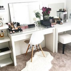 40 Simple Makeup Organizer Ideas For Proper Storage - Possible Decor Vanity Room, Vanity Decor, My New Room, My Room, Closet Bedroom, Bedroom Decor, Bedroom Inspo, Decor Room, Beauty Table
