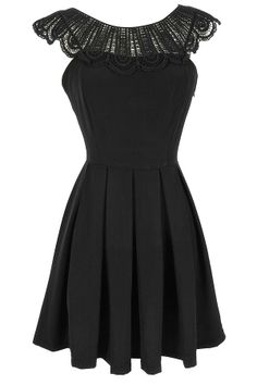 M- Crochet Lace Collar Pleated Dress in Black