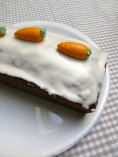 Der saftigste Carrot Cake ever. Mit Walnüssen und Puderzuckerglasur.