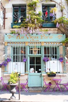 Travel Inspiration for France - Parisian café- It just look s so beautiful, love the colours