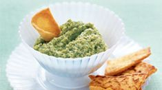 Broccoli Dip: You& be hard-pressed to find a kid who doesn& like chips and dips. But parents can make the snack healthier with this easy-to-make broccoli dip. Broccoli Dip, Frozen Broccoli, Cottage Cheese Dips, A Food, Food And Drink, Hidden Vegetables, Healthy Dips, Healthy Recipes, Skinny Recipes