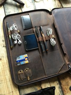 Buy a Leather Portfolio for MacBook inch case Online. Savage Supply gives you high-quality Leather Portfolio Folder Macbook iPad Mini Folio Organizer. Leather Portfolio, Macbook Case, Leather Projects, Leather Design, Leather Accessories, Leather Wallet, Leather Bags, Leather Binder, Leather Totes
