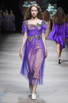 Alena Akhmadullina, Ready-To-Wear, Москва Women's Runway Fashion, Fashion Beauty, Fashion Show, Womens Fashion, Fashion Brands, Vogue Russia, International Fashion, Ready To Wear, Glamour