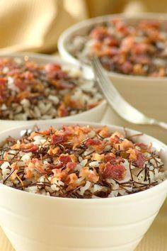 Aprende a preparar un delicioso arroz con fideos tostados y tocineta. Una receta de Estampas.