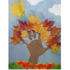 des feuilles Fun fall arts and crafts project we did using leaves from our yard and the kids handprints for the tree!:Fun fall arts and crafts project we did using leaves from our yard and the kids handprints for the tree! Kids Crafts, Leaf Crafts, Fun Diy Crafts, Daycare Crafts, Fall Crafts For Kids, Toddler Crafts, Summer Crafts, Creative Crafts, Yarn Crafts