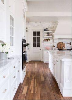 Un plancher de bois franc dans la cuisine? Pourquoi pas!