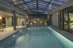 Indoor pool & hot tub of luxury home in Lisboa, Portugal