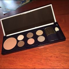 Host Pick  Estée Lauder Makeup Palette New Brand new makeup palette from Estée Lauder. Included six eyeshadows, one blush/light bronzer and a brush. Never used or swatched in any way. No trades. Please ask if you have any questions, need any measurements or more pictures. ✨Open to Offers✨ Estee Lauder Makeup Eyeshadow