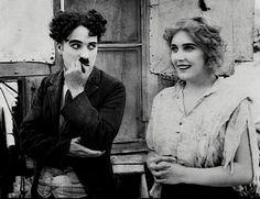 Charles Chaplin & Edna Purviance in The Vagabond Vevey, Charlie Chaplin, Classic Hollywood, Old Hollywood, Edna Purviance, Antonio Gaudi, Diego Velazquez, Charles Spencer Chaplin, Photo Star