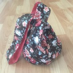 Pattern: Reversable purse from Martha stewart. Mods: made pattern fit fat quarter material, created a bucket bottom from fabric between handles. Martha Stewart, Baby Car Seats, Quilting, Bucket, Fat, Purses, Fabric, Pattern, Love