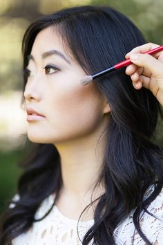 How To Contour and Highlight. A quick and easy tutorial! #wchappyhour Makeup: Karen Kim Beauty Photography: Jennifer Xu http://www.weddingchicks.com/how-to-contour-and-highlight/