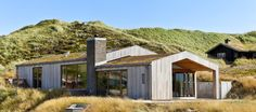 Sommerhus: Hus og landskab i skøn harmoni