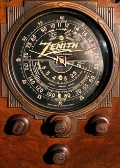Vintage Zenith bakelite knobs I need for my radio! Retro Radios, Décor Antique, Vintage Antiques, Radio Design, Old Time Radio, Short Waves, Transistor Radio, Record Players, Sonos