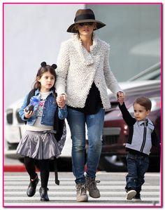 Sarah Michelle Gellar Out With Her Children In Santa Monica