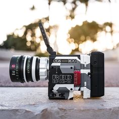 Who wants to try this? RED Epic 8K in camo mode Photo by @jonolsson1 Tag a filmmaker #camera #gear #redcamera #redepic #cameras #leica #lens #summilux #leicacraft #videoshoot #videography #beauty