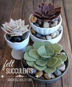 Feltro - Suculentas How-to: felt succulents Felt Flowers, Diy Flowers, Fabric Flowers, Felt Diy, Felt Crafts, Diy Crafts, Plant Crafts, Crafty Craft, Crafting