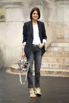 200 tres chic outfits spotted at the Paris Fashion Week street style scene.