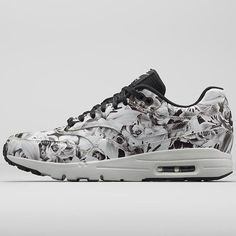 I'm not ordinarily one for wearing sneakers outside the gym, but when I saw that Nike was releasing a limited-edition Air Max 1 Ultra-City collection ($195), I suddenly found myself wanting every pair. I love the black-and-white floral print for New York but think I might actually go for the punchy pastels in the Milan shoe . . . or both. — KS Sapatos, Shoes Calçados, Corridas Nike Free, Corrida Nike, Tênis De Corrida, Air Max Mulheres, Air Max 90, Nike Air Max, Roupa Esportiva Nike