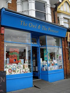 Omg - I NEED to go to this - a BOOK STORE NAMED THE OWL AND THE PUSSY CAT?!?!?! Amazing.