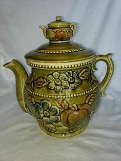 Peters and Reed Brown Standard Glaze pot teapot shape with handle