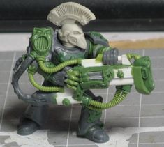again, i really like the use of Tyranid bits on this model, but i particularly like the helmet. i don't recognise it, so guess it is an original sculpt by btldomhammer.