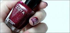 """"""" J'ai tout de suite flashé sur Blaze en regardant les photos des swatches, c'est un magnifique vernis rouge/bordeaux profond et gorgé de paillettes. Rien que son nom annonce déjà la couleur, Blaze se réfère à quelque chose d'incendiaire, de flamboyant, et ça lui va comme un gant ! """"  http://violettedoree.blogspot.fr/2013/05/blaze-among-stars.html"""