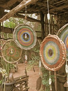 I don't believe in dream catchers, or like them, but I think the woven circles alone would make beautiful indoor/outdoor wall art or hanging as in this pic. Do It Yourself Inspiration, Ideias Diy, Arts And Crafts, Diy Crafts, Sun Catcher, Handicraft, Wind Chimes, Fiber Art, Weaving
