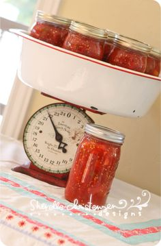 Canned Stewed Tomato Recipe-need to make these with all the tomatoes our wonderful neighbor gave us. Love stewed tomatoes, homemade will taste even better. Canning Tips, Home Canning, Canning Recipes, Canning Process, Canning Stewed Tomatoes, Tomato Canning, Canned Food Storage, Preserving Food, Fruits And Veggies