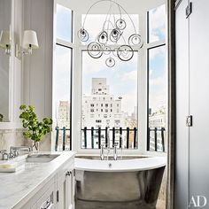 A sprawling duplex high above Chicago serves as a soigné setting for world-class works of artFrench filmmaker Jean-Louis Remilleux fills his Burgundy Château with 18th-century gloriesA London townhouse decorated by François Catroux is packed with provocative artSolís Betancourt & Sherrill brightens up a globe-trotting couple's Washington, D.C., apartment